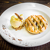 Apple pie with ice cream