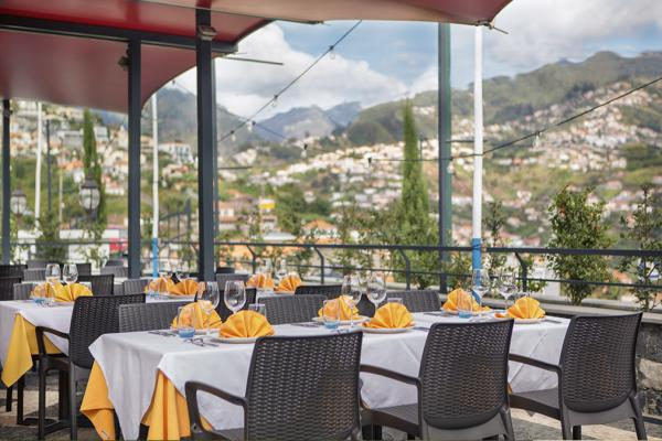 Our space offers an admirable panoramic view over the Bay of Funchal.